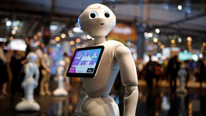В Таиланде мобильный оператор открыл магазин с продавцом-роботом
