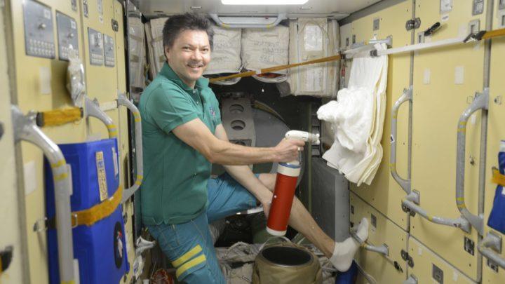Российские космонавты впервые протестировали бортовые огнетушители
