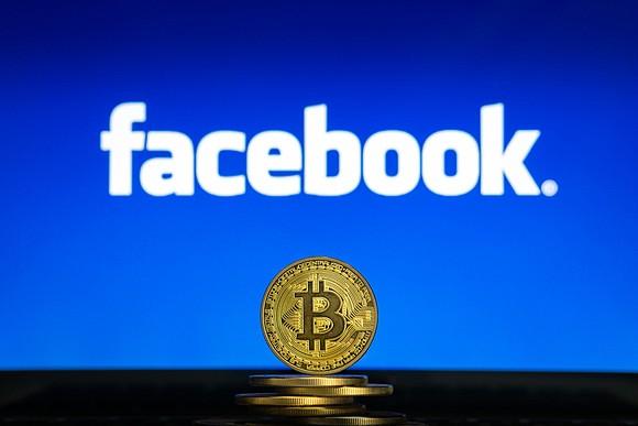 Facebook хочет запустить систему переводов и свою криптовалюту