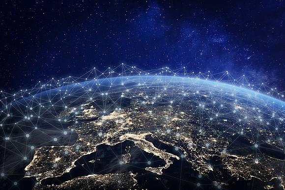 Amazon подала заявку на запуск 3236 спутников для раздачи Интернета