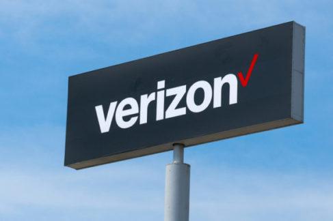 Verizon продает Yahoo и AOL